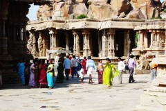 indien-hampi-tempel-tourists