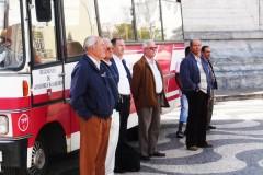 lissabon-maenner-bus-stop-men