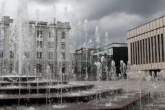springbrunnen-wasser-häuser