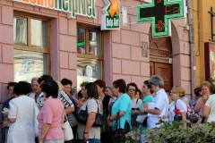 rumänien-brasov-frauen-schlange-apotheke
