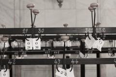 rumänien-bukarest-parlament-palast-garderobe-leuchte
